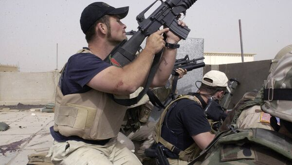 plainclothes contractors working for Blackwater USA take part in a firefight as Iraqi demonstrators loyal to Muqtada al-Sadr attempt to advance on a facility being defended by U.S. and Spanish soldiers in the Iraqi city of Najaf - Sputnik International