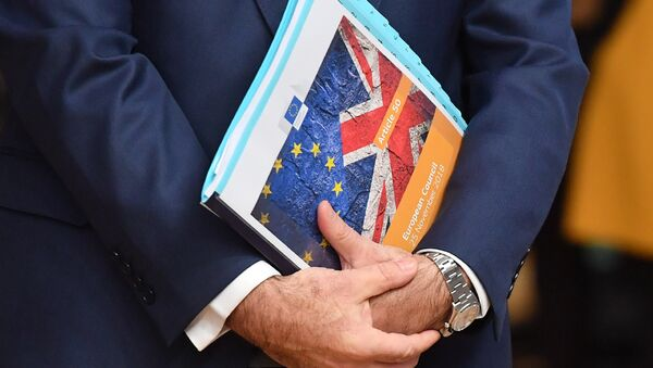 European Union flag and UK flag are seen on the front page of document reading article 50 - European Council before the special meeting of the European Council to endorse the draft Brexit withdrawal agreement and to approve the draft political declaration on future EU-UK relations on November 25, 2018 in Brussels - Sputnik International