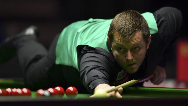 Northern Ireland's Mark Allen plays a shot (File) - Sputnik International