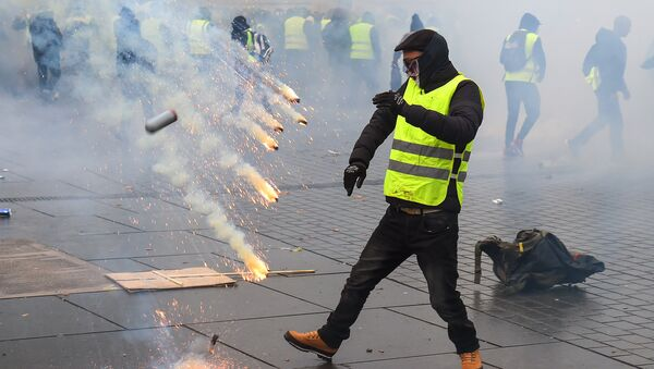 Protestors clash with riot police on December 8, 2018 in Bordeaux, southwestern France, during a demonstration against rising costs of living. The yellow vest movement in France originally started as a protest about planned fuel hikes but has morphed into a mass protest against President's policies and top-down style of governing. - Sputnik International