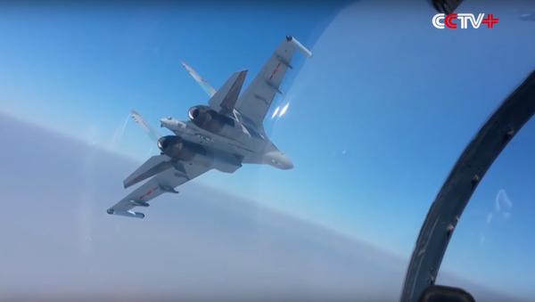 Screengrab of a Chinese Su-35 engaging in manoeuvres. - Sputnik International