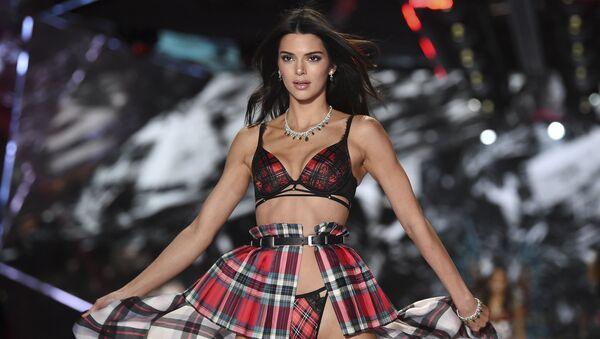 Model Kendall Jenner walks the runway during the 2018 Victoria's Secret Fashion Show at Pier 94 on Thursday, Nov. 8, 2018, in New York. - Sputnik International
