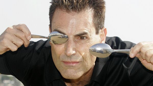 Israeli-British illusionist Uri Geller poses during the 24th MIPCOM (International Film and Programme Market for Tv, Video,Cable and Satellitte) in Cannes, southeastern France, Tuesday, Oct 14, 2008. - Sputnik International