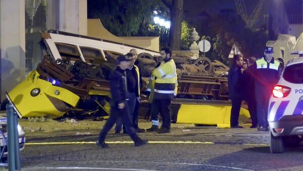 In this image taken from video, emergency service personnel work at the scene of a tram accident, Friday, Dec. 14, 2018, in Lisbon, Portugal. - Sputnik International
