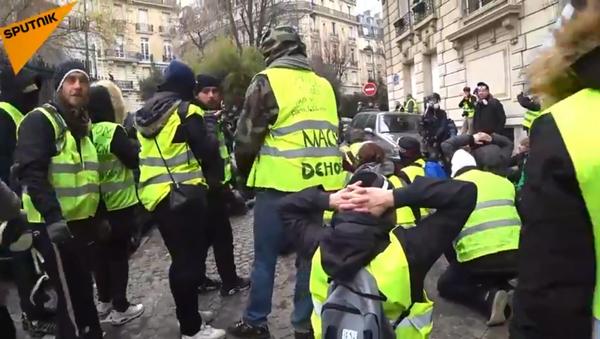 Yellow Vests hold protests in Paris, France, on 15 December, 2018 - Sputnik International