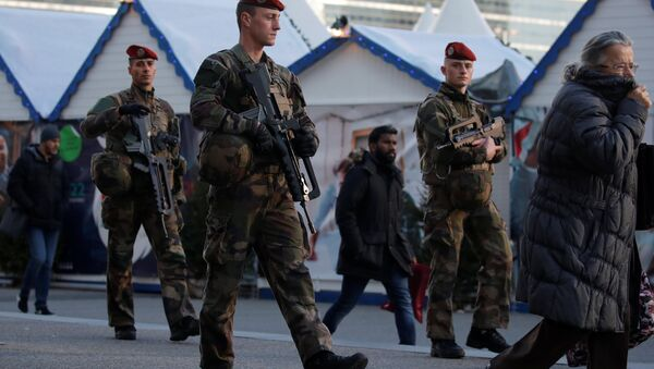 French soldiers patrol at the Christmas market at La Defense financial and business district in Puteaux, near Paris, France, December 13, 2018 - Sputnik International