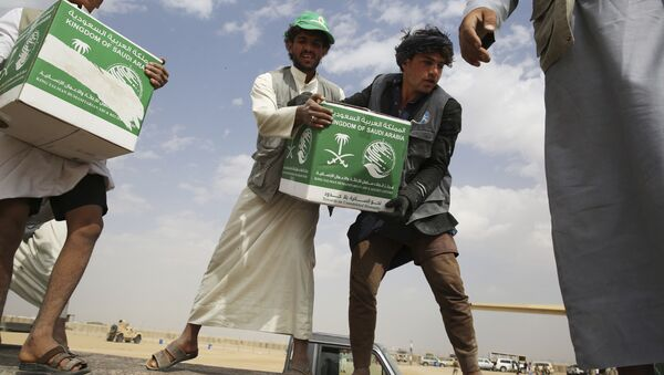In this Saturday, Feb. 3, 2018 photograph, relief workers unload aid carried into Yemen by the Saudi military in Marib, Yemen - Sputnik International