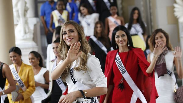 Miss Spain Angela Ponce, center, the first transgender woman to take part in the Miss Universe contest and with Miss Universe 2018 contestants visit the Government House in Bangkok, Thailand Tuesday, Dec. 11, 2018. - Sputnik International