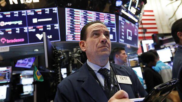 In this Dec. 6, 2018, file photo trader Tommy Kalikas works on the floor of the New York Stock Exchange.  - Sputnik International