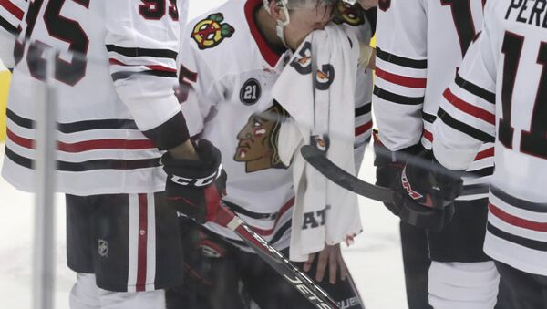 Chicago Blackhawks defenseman Connor Murphy after he caught an elbow during the third period of the team's NHL hockey game against the Dallas Stars - Sputnik International