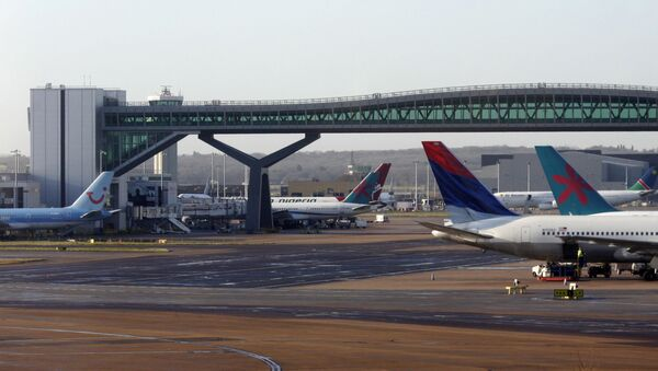 Airplanes are seen London's Gatwick airport - Sputnik International