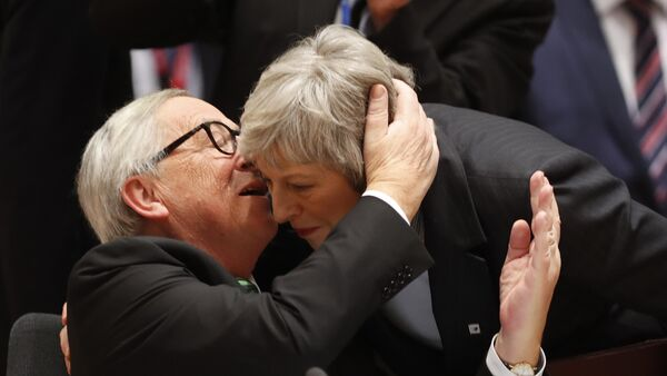 European Commission President Jean-Claude Juncker, left, greets British Prime Minister Theresa May during a round table meeting at an EU summit in Brussels, Thursday, Dec. 13, 2018. - Sputnik International