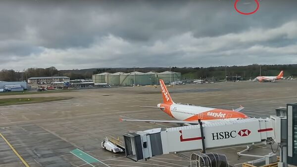 Gatwick Airport Drone 20th December 2018, view from North Terminal at 12:35pm, not seen it yet! - Sputnik International