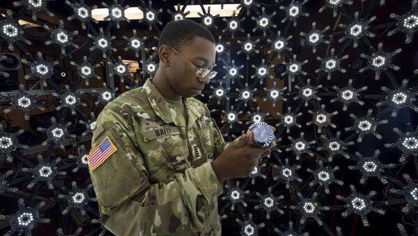 A Soldier demonstrates the Light Stage X capture system technology - Sputnik International