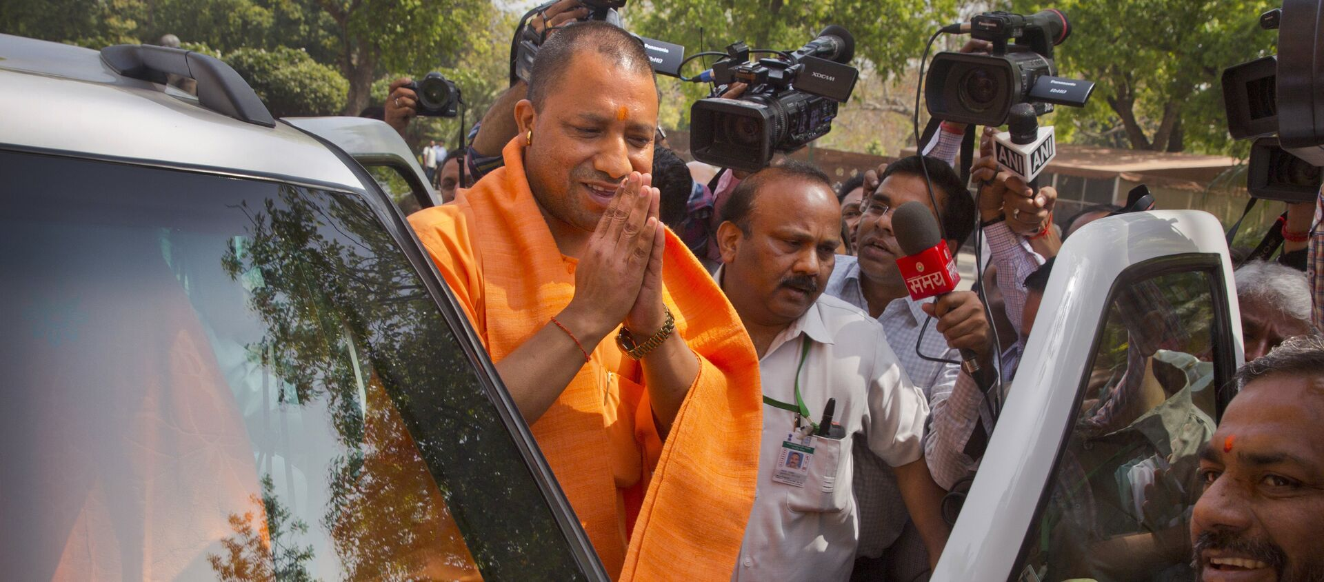 The new Chief Minister of the northern Indian state of Uttar Pradesh Yogi Adityanath greets media as he arrives at the Parliament in New Delhi, India, Tuesday, March 21, 2017 - Sputnik International, 1920, 11.08.2021