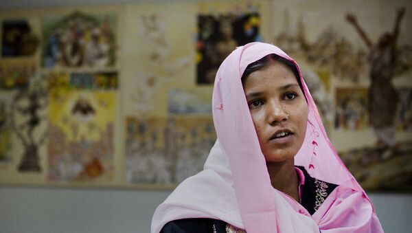 Sidra Shahzadi, daughter of Christian woman Asia Bibi who had been sentenced to death, talks to The Associated Press after meeting with Pakistani minister for Minority Affairs in Islamabad, Pakistan on Wednesday, Nov. 24, 2010. - Sputnik International