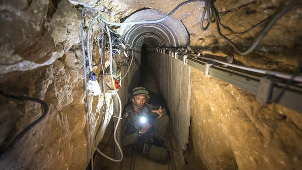 An Israeli army officer gives journalists a tour, Friday, July 25, 2014, of a tunnel allegedly used by Palestinian militants for cross-border attacks, at the Israel-Gaza Border - Sputnik International