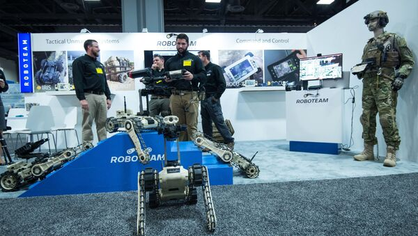 A man demonstrates the use of a robot by Roboteam during the Association of the United States Army (AUSA) Annual Meeting and Exposition in Washington,DC on October 14, 2014 - Sputnik International