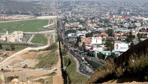on the US-Mexico border. To the left San Diego, California, US. To the right Tijuana, Baja California, Mexico. - Sputnik International