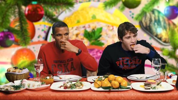 CSKA football players eating traditional Russian dishes - Sputnik International