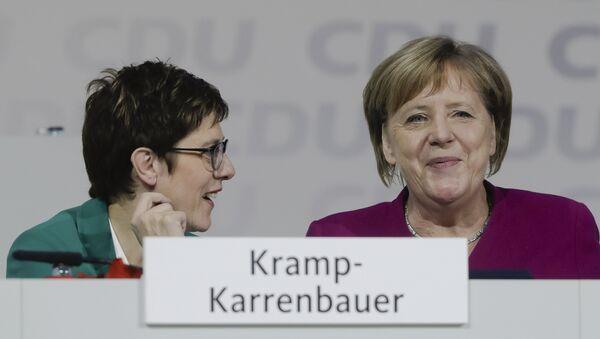 German Chancellor Angela Merkel, right, talks with CDU party chairwoman Annegret Kramp-Karrenbauer, left, during a party convention of the Christian Democratic Party CDU in Hamburg, Germany, Saturday, Dec. 8, 2018 - Sputnik International