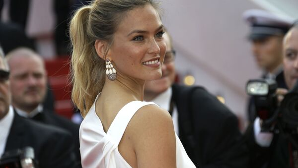 Bar Refaeli arrives for the opening ceremony and the screening of the film La Tete Haute (Standing Tall) at the 68th international film festival, Cannes, southern France, Wednesday, May 13, 2015. - Sputnik International