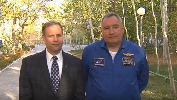 NASA Administrator Jim Bridenstine and Roscosmos Director General Dmitry Rogozin take questions at the Cosmonaut Hotel in Baikanour, Kazakhstan on 18 Oct. 2018. - Sputnik International