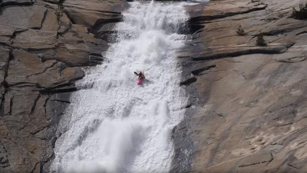 Professional Kayaker Conquers 100-Foot Natural Waterslide - Sputnik International