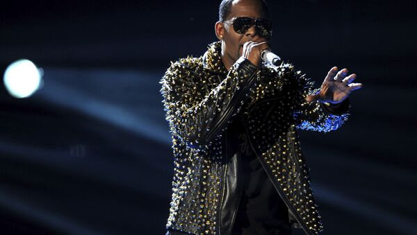 FILE - In this June 30, 2013, file photo, R. Kelly performs onstage at the BET Awards at the Nokia Theatre in Los Angeles. R. Kelly says the media are attempting to distort and destroy his legacy by reporting allegations that he sexually mistreats women. The R&B artist says in a statement Friday, May 4, 2018 that he's heartbroken by the accusations. - Sputnik International