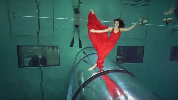 Italians Hold Their Breath, Set Record For Longest Underwater Dance - Sputnik International