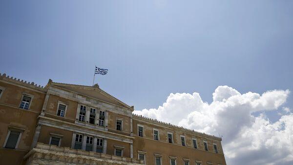 A Greek national flag flutters atop the parliament building in Athens, Greece June 29, 2015. - Sputnik International