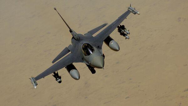 F-16 Fighting Falcon flies over Southwest Asia - Sputnik International