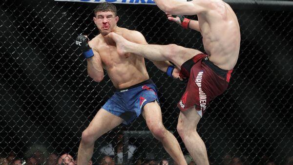 Russia's Khabib Nurmagomedov kicks Al Iaquinta during the fourth round of title bout at UFC 223 - Sputnik International