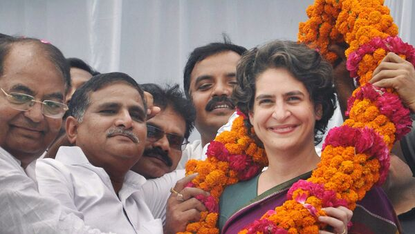 Priyanka Vadra, daughter of Congress party president Sonia Gandhi, receives a floral garland from supporters during an election campaign in her mother's constituency of Rae Bareli, India, Wednesday, April 23, 2014. - Sputnik International