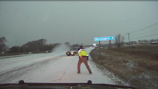 Slow Down, Stay Alert: Motorist Loses Control, Almost Floors US Deputy - Sputnik International