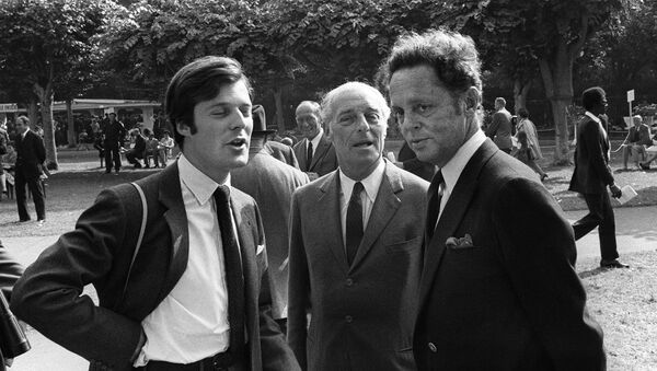 Baron Guy de Rothschild is pictured with his son David (L) and Baron Alexis de Rede in Deauville (Calvados) August 1970. - Sputnik International