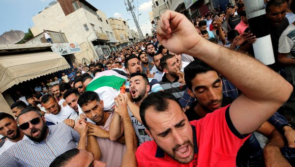 Mourners carry the body of Palestinian woman Aisha al-Rawbi during her funeral in the town of Biddya near Nablus in the occupied West Bank October 13, 2018 - Sputnik International