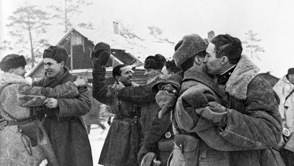 Soldiers celebrate after completing an operation to partially break the encirclement of Leningrad, January 18, 1943. - Sputnik International