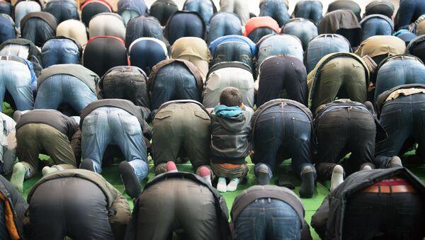 Muslims pray at a makeshift mosque in Potsdam near Berlin, northeastern Germany, on March 16, 2018 - Sputnik International