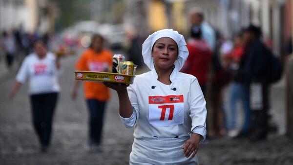 A waitress participates in the XVI Carrera de Charolas (Waiters Race) in Antigua Guatemala,45 km southwest of Guatemala City, on November 14, 2018. - Sputnik International
