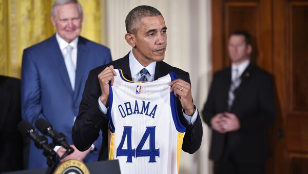 US President Barack Obama holds a jersey presented to him during an event honoring the 2015 NBA Champion Golden State Warriors in the East Room of the White House on February 4, 2015 in Washington, DC. - Sputnik International