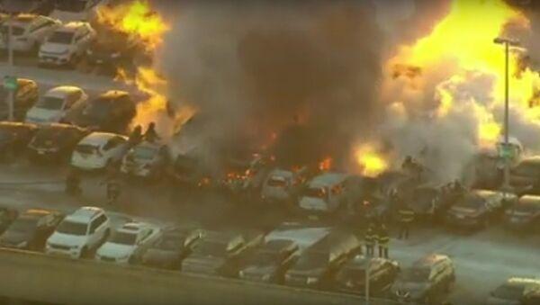 Dozens of vehicles catch fire at N.J. airport parking garage - Sputnik International