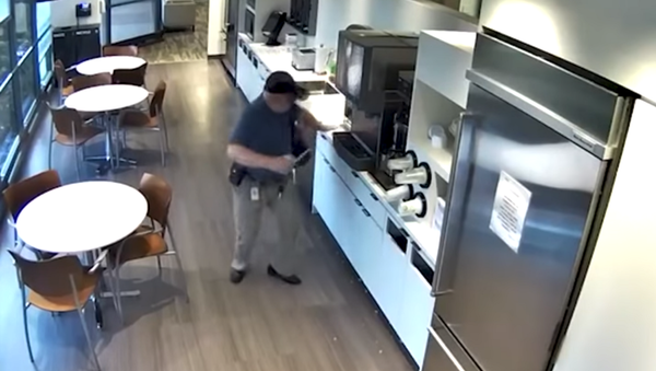 Alexander Goldinsky, 57, in security footage of his alleged fall in a New Jersey cafeteria, which prosecutors allege was faked - Sputnik International