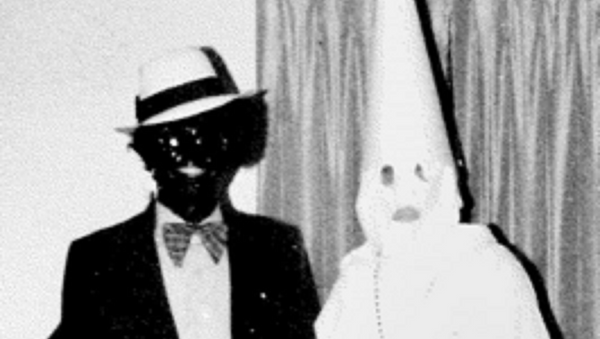 The offending image found in Governor Ralph Northam's yearbook. - Sputnik International