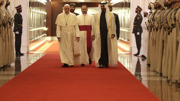 Pope Francis is welcomed by Abu Dhabi's Crown Prince Sheikh Mohammed bin Zayed Al Nahyan, upon his arrival at the Abu Dhabi airport, United Arab Emirates, Sunday, Feb. 3, 2019 - Sputnik International