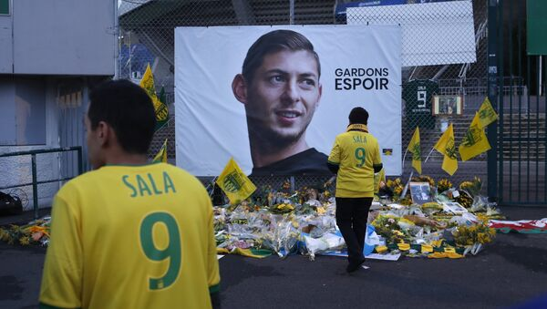 Nantes soccer team supporters stand by a poster of Argentinian player Emiliano Sala and reading Let's keep hope outside La Beaujoire stadium before the French soccer League One match Nantes against Saint-Etienne, in Nantes, western France, Wednesday, Jan.30, 2019 - Sputnik International