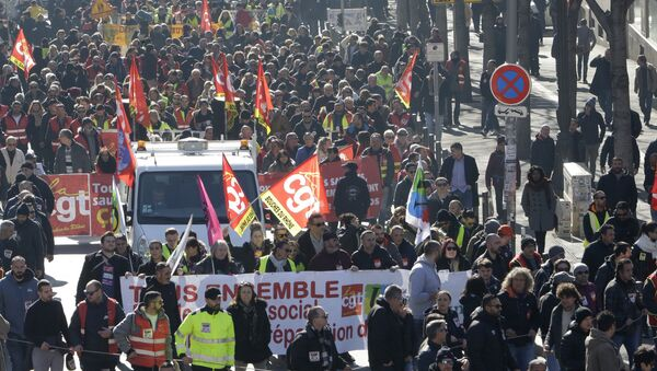 Unionists form the CGT (General Working Confederation) march in Marseille, southern France, Tuesday, Feb. 5, 2019 - Sputnik International