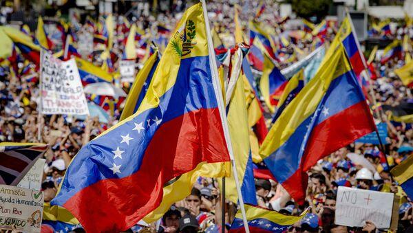 Supporters of Juan Guaido, self-proclaimed Interim President of Venezuela, wave flag during a rally, in Caracas, Venezuela - Sputnik International