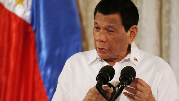 Philippine President Rodrigo Duterte addresses congressmen and government officials - Sputnik International