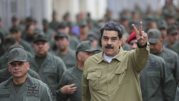 In this handout photo released by the Miraflores Presidential Press Office, Venezuela's President Nicolas Maduro flashes a V for Victory hand gesture after arriving at the Fort Tiuna military base in Caracas, Venezuela, Wednesday, Jan. 30, 2019. - Sputnik International